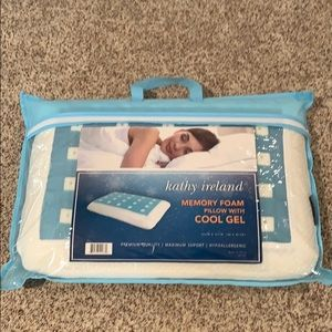 Kathy Ireland Memory Foam Pillow with Cool Gel New